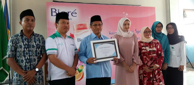 Road Show Pesantren, PT Kao Indonesia Adakan Seminar Kewirausahaan dan Bagikan 2500 Produk Biore di Kompleks Santri Putri PP Miftahul Ulum Banyuputih Kidul