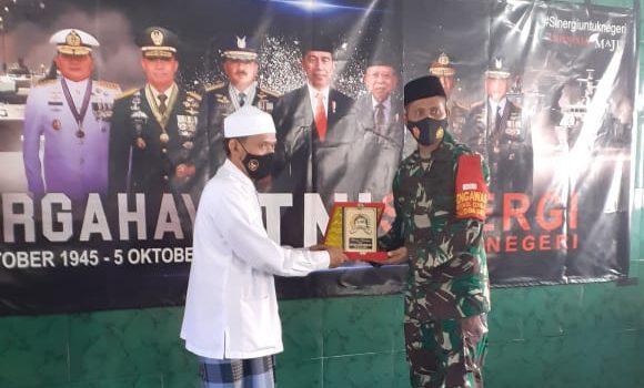 Dirgahayu TNI Ke-75, Dandim Lumajang Kunjungi PP. Miftahul Ulum Bakid